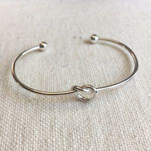 Jewelry - ✨ tying the knot ✨ bracelet